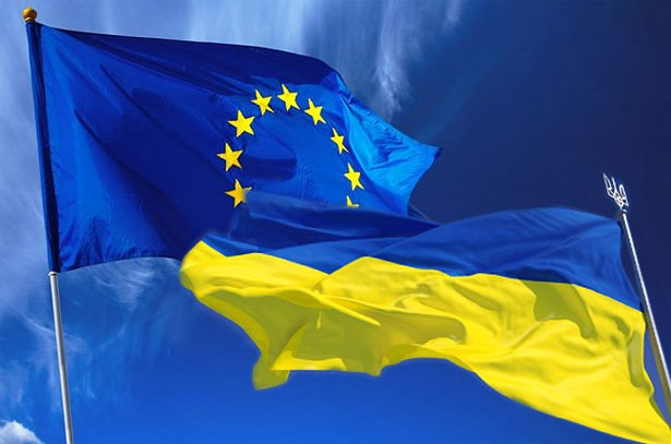 Ukraine_EU_flags_1