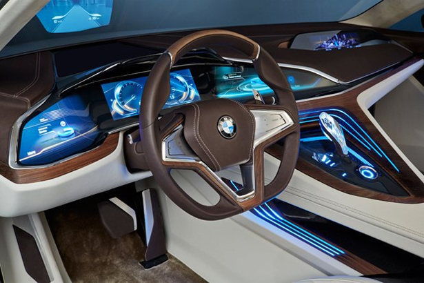 BMW_with-augmented-reality-display_2